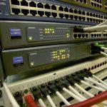 PoE スイッチ機種選定の注意点、使用可能な電力容量、802.3af、802.3atの確認を